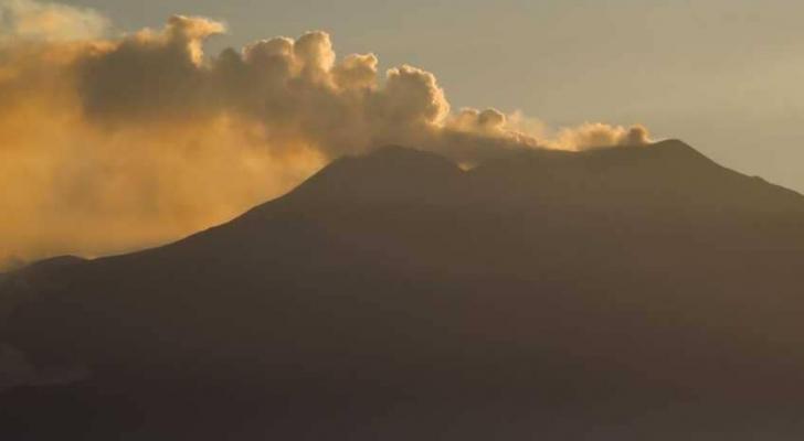 """جبل """"إتنا"""" في صقلية، واحد من أكثر البراكين نشاطا في العالم"""