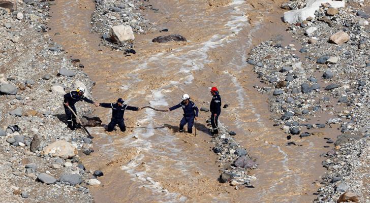 جانب من عمليات البحث عن مفقودين بالبحر الميت