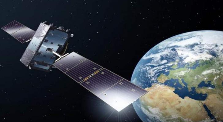 الأقمار الصناعية و القنوات الفضائية