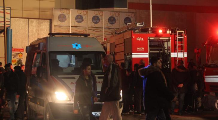 الدفاع المدني خلال تواجده مكان الحريق