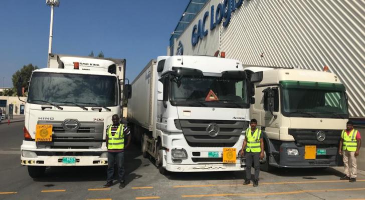 الشاحنات لأول مرة تعبر الاراضي الاردنية منذ اغلاق الحدود