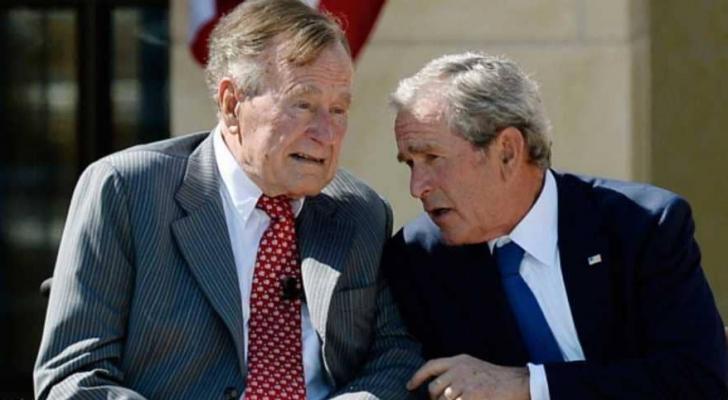"""جورج بوش الأب """"يسارا"""" والابن """"يمينا"""""""