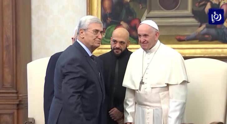 الصايغ خلال لقاءه مع البابا بحضور عباس