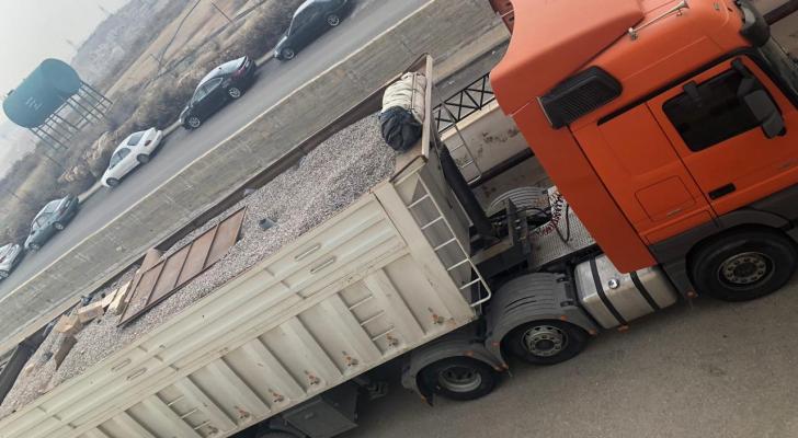 المضبوطات مخبئة داخل الشاحنة