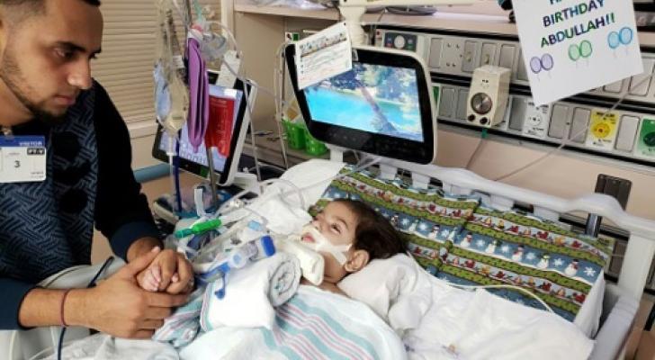 """الطفل عبد الله حسن أثناء احتضاره في مستشفى """"يو سي اس اف بينيوف"""""""