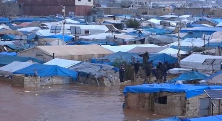 الفيضانات تغرق مخيمات اللاجئين