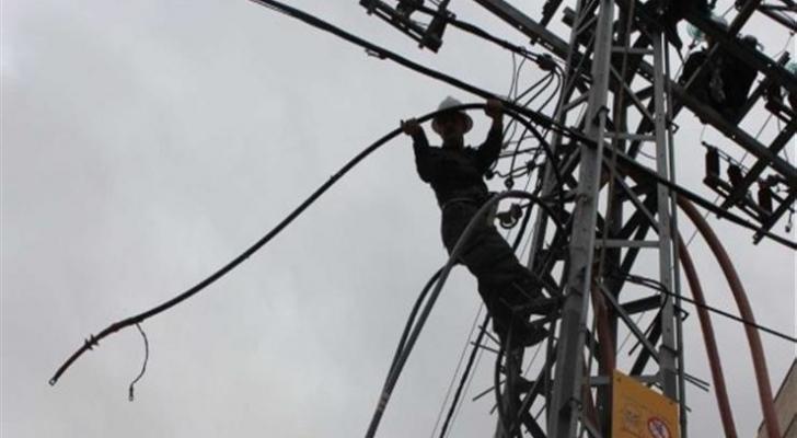 عطل بأحد اعمدة الكهرباء