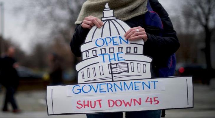أمريكيون يدعون لانهاء الاغلاق الحكومي