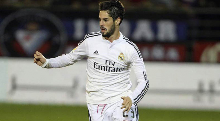 لاعب خط وسط ريال مدريد إيسكو