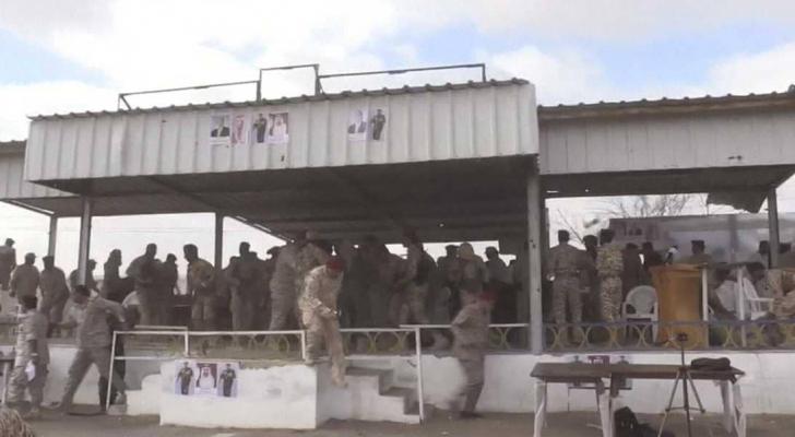 لحظة هجوم على العرض العسكري في لحج