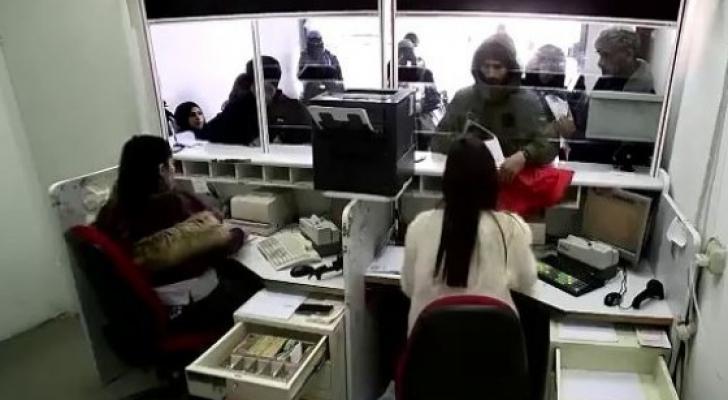 صورة من كاميرات المراقبة داخل مكتب البريد في مدينة بئر السبع