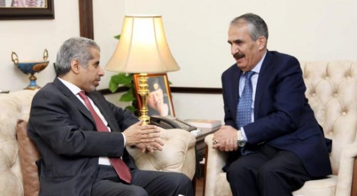 وزير الداخلية يبحث مع امين عام مجلس وزراء الداخلية العرب التعاون الامني