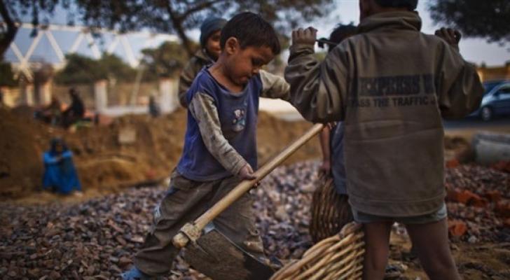 أطفال في حقل بالهند - ارشيفية