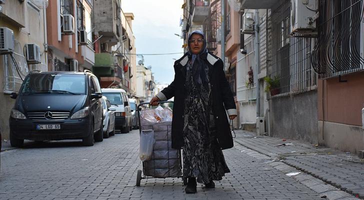 30 عاما وهي تجمع الطعام من أجل مهمة انسانية فريدة