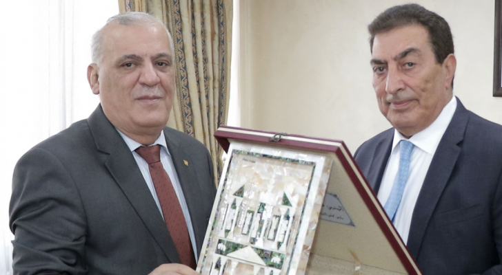 الطراونة يكرم نقيب المحامين السوريين