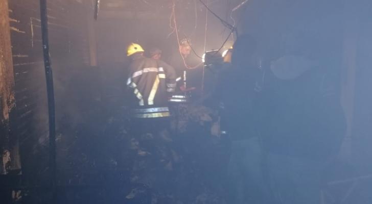 حريق مشغل للمحارم الورقية في اربد