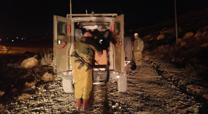 صورة نشرتها وسائل إعلام عبرية لحظة اعتقال الشخصين