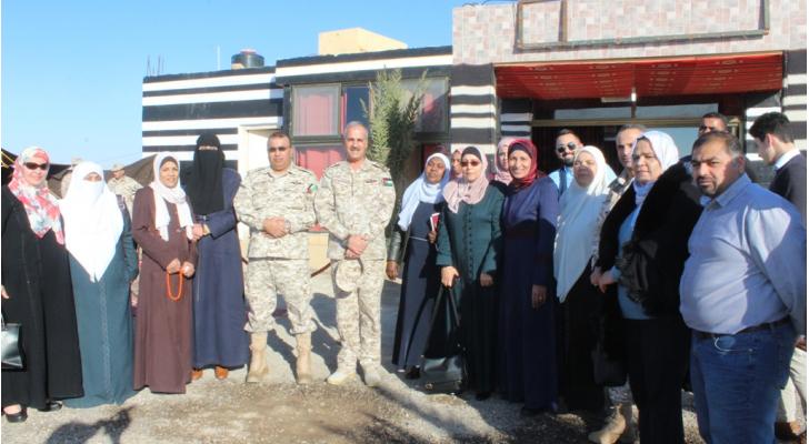 وفد ملتقى البرلمانيات الأردنيات يزور منطقة الغمر