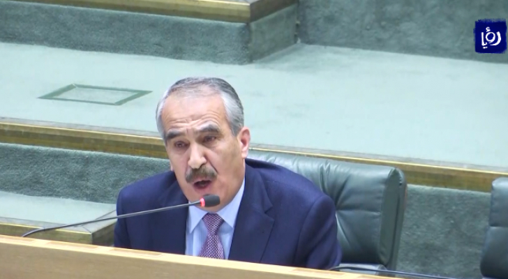 وزير الداخلية سمير  مبيضين - صورة من الفيديو