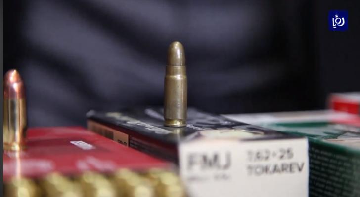 أسلحة - صورة من الفيديو
