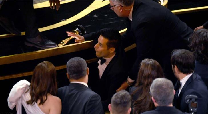 لحظة سقوط رامي مالك