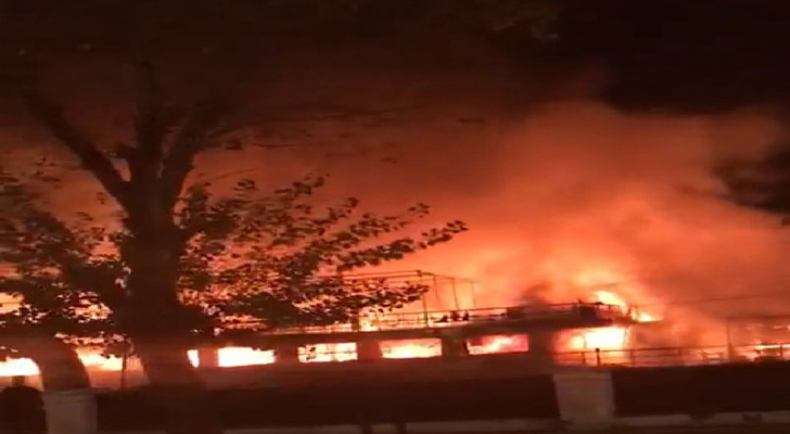 اندلاع حريق في مركب سياحي بالقاهرة