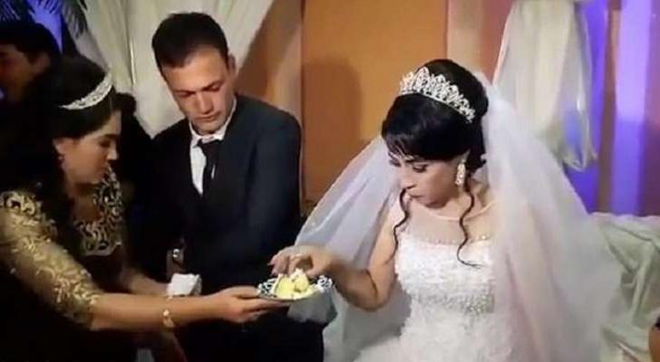 عريس يصفع عروسه خلال حفلة زفافهما