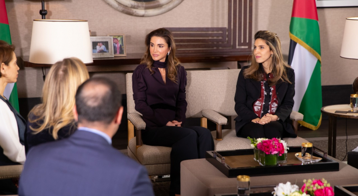 الملكة رانيا تلتقي الفائزين بجائزة الملكة رانيا