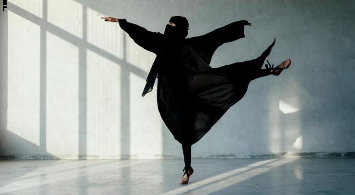 المصور يؤكد أنه يحاول  تغيير الصورة النمطية عما يمكن أن تفعله المرأة المنقبة