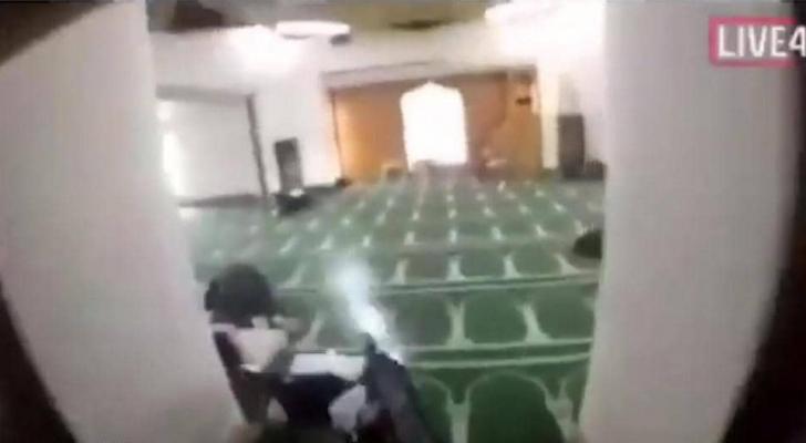 صورة من المسجد المستهدف - لحظة تنفيذ الهجوم الارهابي