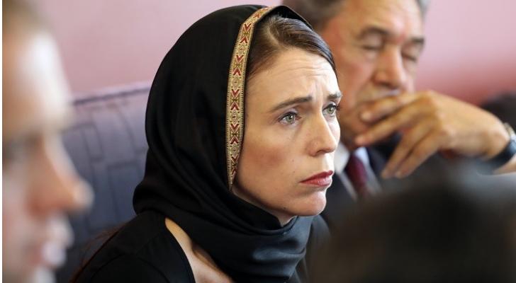 رئيسة وزراء نيوزيلندا ترتدي الحجاب احتراما لشهداء المسجدين