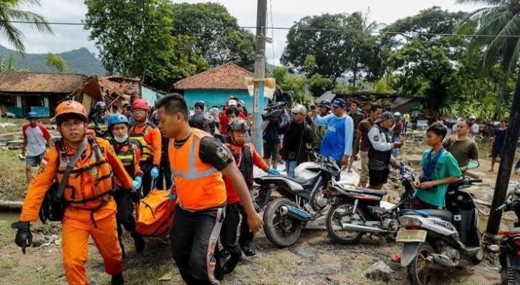 ضحايا فيضانات اندونيسيا