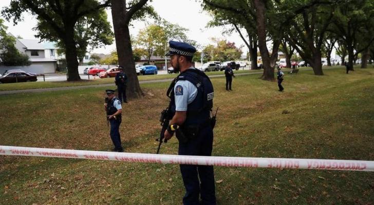 قوات الشرطة تنتشر في موقع حدوث العمل الإرهابي الجمعة الماضي