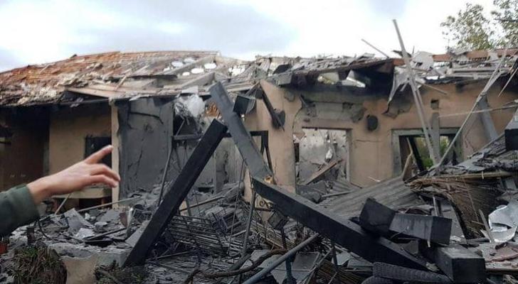 الصاروخ الفلسطيني دمر منزلًا في تل أبيب بشكل كامل