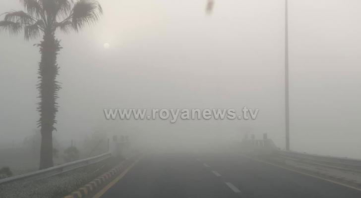 الضباب على طريق المطار في العاصمة عمان