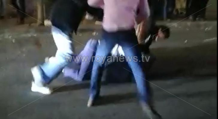 مشاجرة عنيفة بين عدد من الأشخاص في عمان