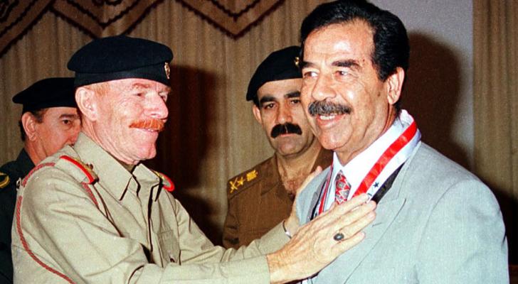 عزت الدوري والرئيس العراقي الراحل صدام حسين