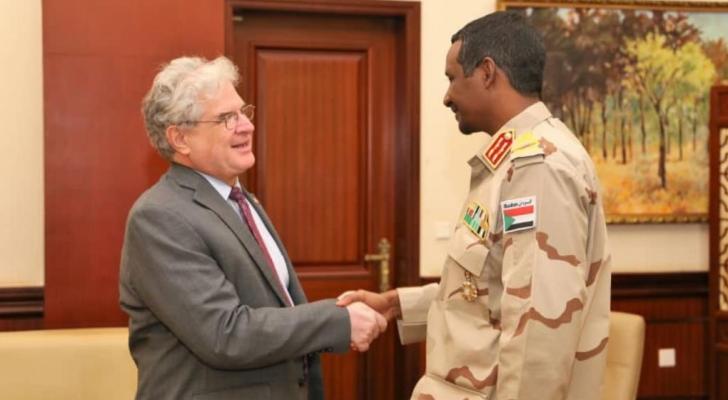 صورة بثها المجلس العسكري للقاء حميدتي مع القائم بأعمال السفارة الأميركية