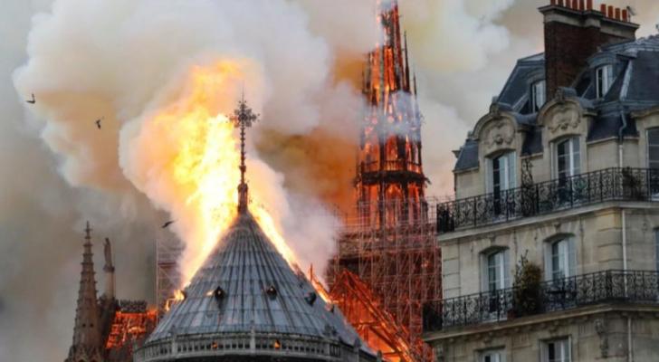 كاتدرائية نوتردام التاريخية في باريس