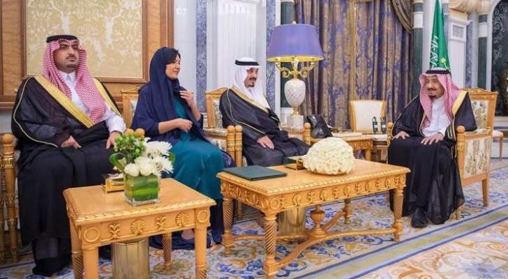 العاهل السعودي يلتقي بالسفراء الجدد للمملكة