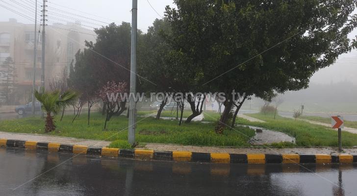 الأمطار في أحد شوارع العاصمة عمان
