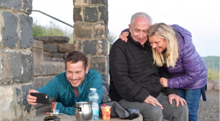 نتنياهو خلال جولة مع عائلته في عدد من المناطق في هضبة الجولان السوري المحتل