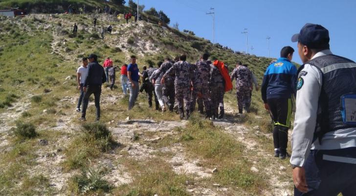 وفاة شخص بتدهور باص في وادي الشجرة باربد