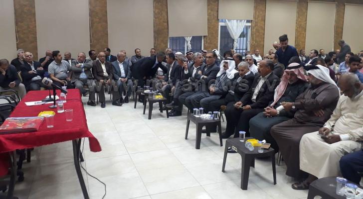 اجتماع حاشد في الكرك لبحث تداعيات تكريم رئيس البلدية لسياح صهاينة