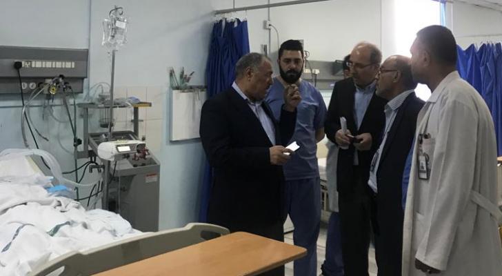 وزير الصحة يزور مصابي حريق شقة اربد