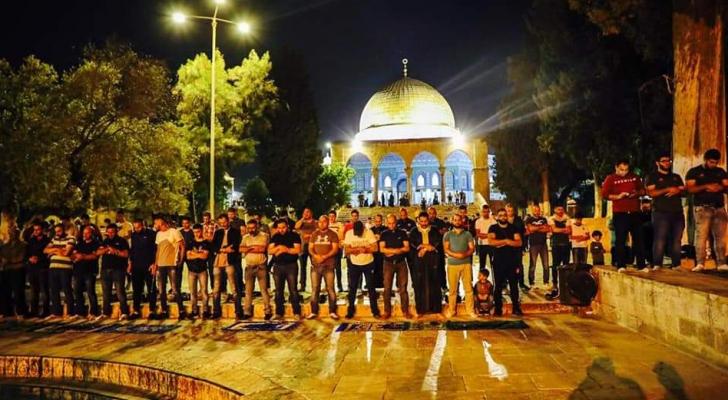 الآلاف يؤدون صلاة التراويح في المسجد الاقصى المبارك