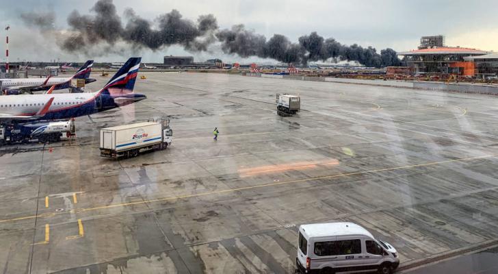 عشرات القتلى بحريق طائرة في موسكو