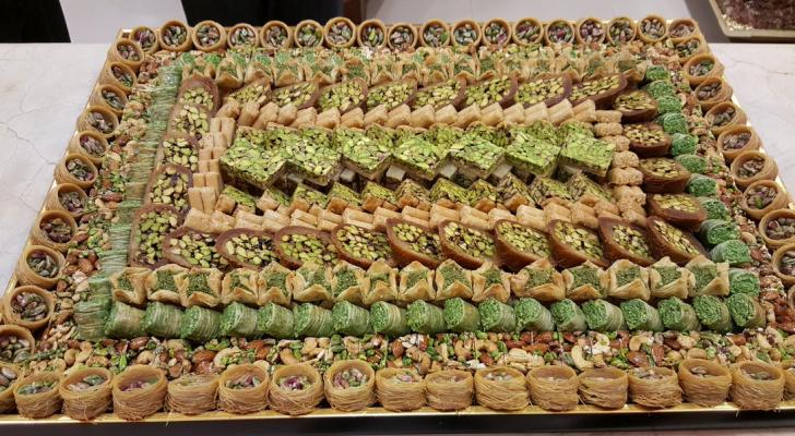 حلويات عربية- تعبيرية
