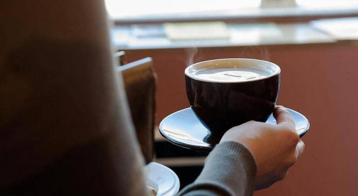المعدل الآمن لشرب القهوة.. أقل من ستة فناجين يوميا