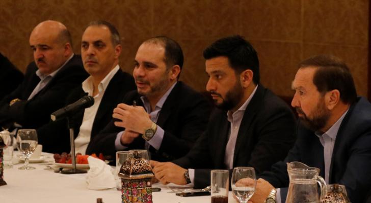 الامير علي خلال حفل الافطار الذي اقامه لممثلي وسائل الاعلام المحلية والعربية السبت الماضي